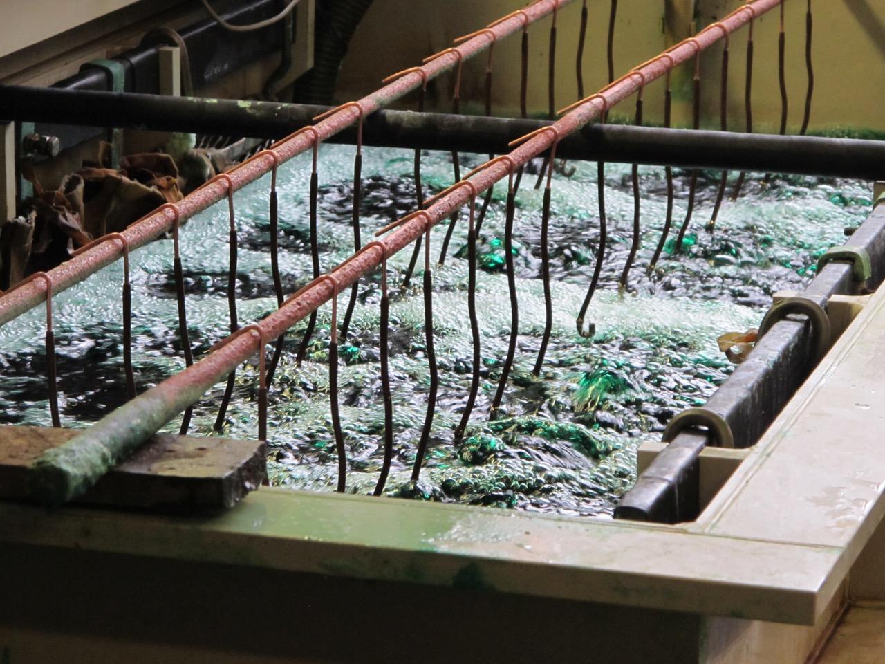 Pokrywanie metalu cienką warstwą niklu ma na celu jego wzmocnienie o najcenniejsze właściwości niklu.